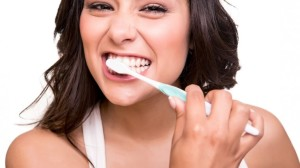 Brushing-Teeth-on-date_169885871-760x428